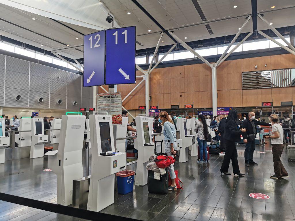 bornes à l'aéroport Trudeau Montréal Canada